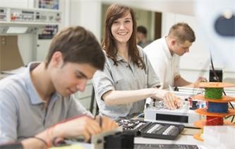 IHK informiert: Ausbildungsprämien zur Sicherung der Ausbildungsplätze